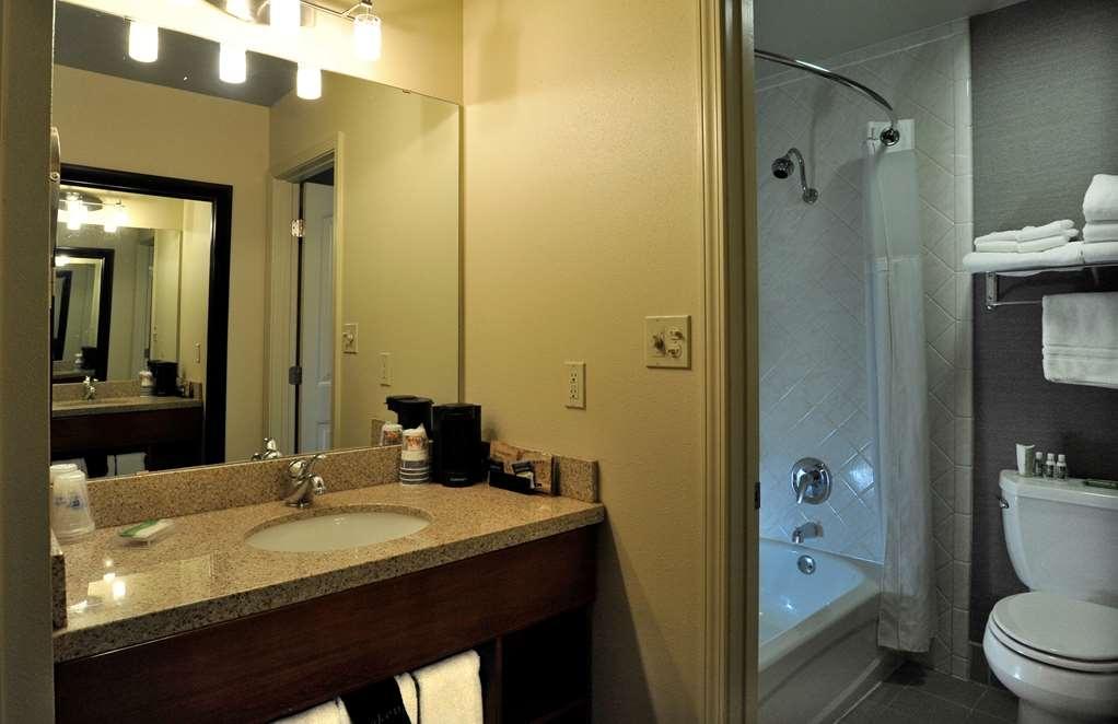 Best Western Plus Clocktower Inn - Standard Single Queen Bathroom