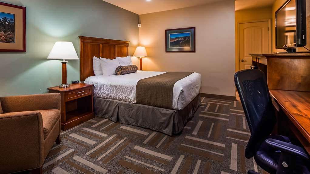 Best Western Plus Clocktower Inn - Queen Guestroom