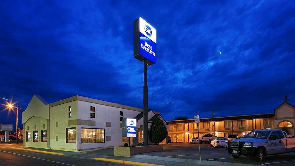 Best Western War Bonnet Inn - Vista exterior