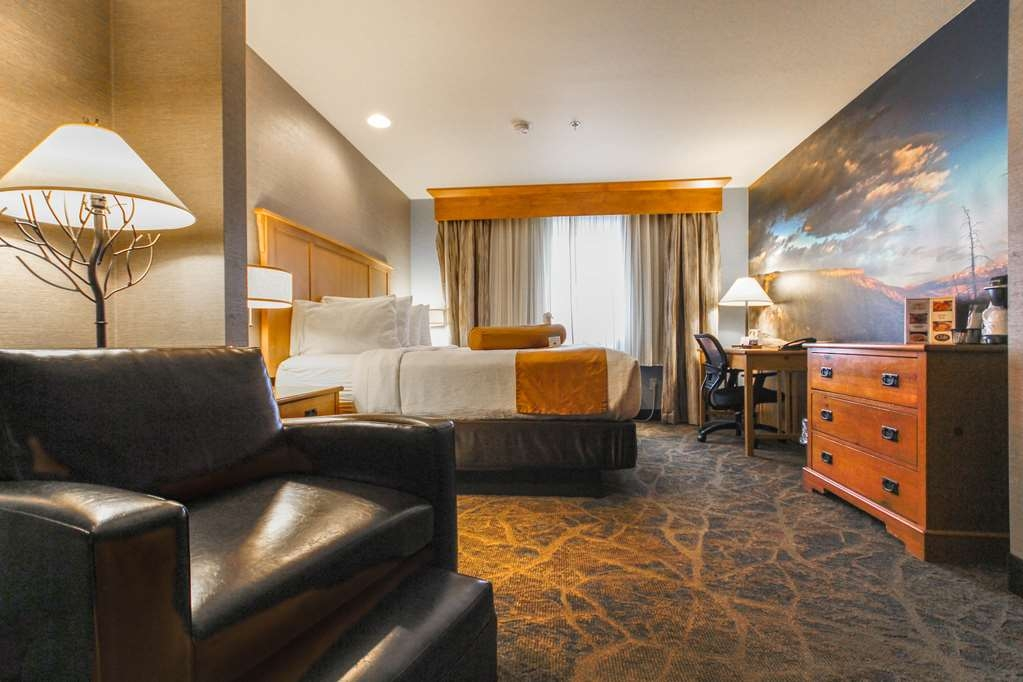 Best Western Plus GranTree Inn - Book your stay in our newly remodeled King Suite rooms complete with beautiful mural art of breath-taking Montana scenery. View the Bridger mountains from the comfort of your room too!