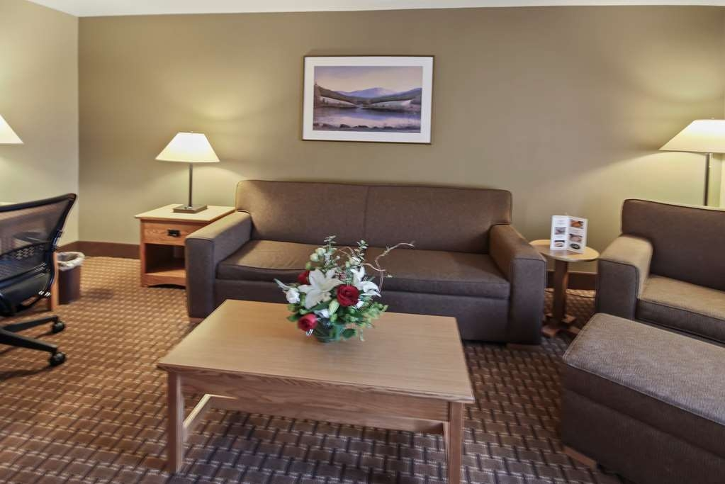 Best Western Plus GranTree Inn - King Suite with living room allow each guest and their family to feel at home, while our luxurious amenities allow guests to indulge during their vacation in Bozeman, Montana. Suite is Non-Smoking, Roll In Shower, Sofabed, and Mobility Accessible.