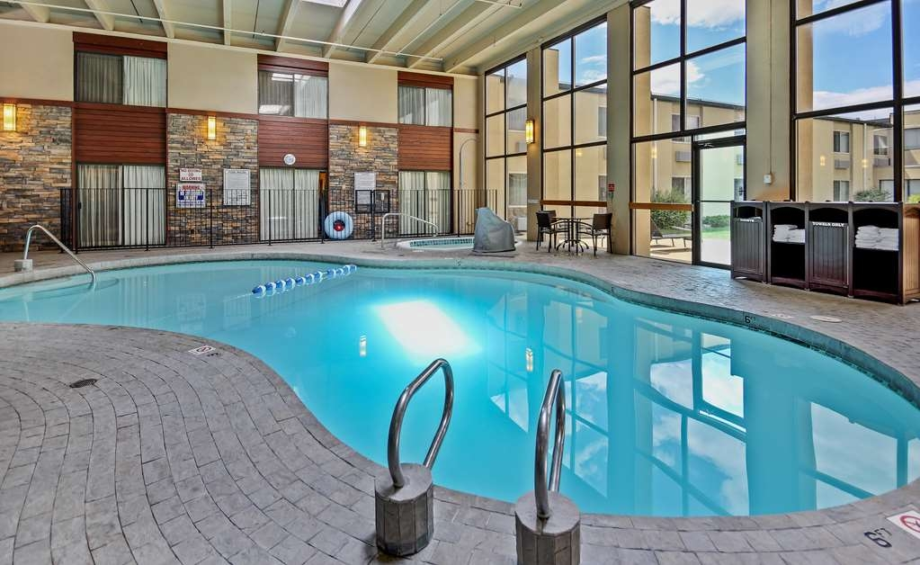 Best Western Plus GranTree Inn - Take some time out of your bust day to enjoy our hotel's on-site amenities! Take a dip in our large indoor pool, or relax and unwind in our hot tub!