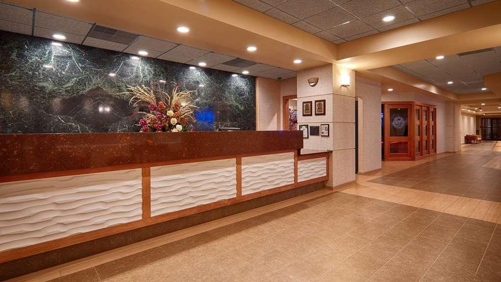 Best Western Plus Butte Plaza Inn - Front Desk