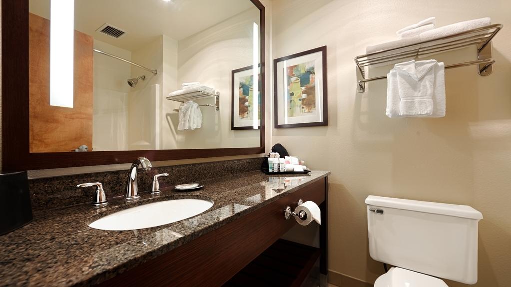 Best Western Rocky Mountain Lodge - Guest Bathroom