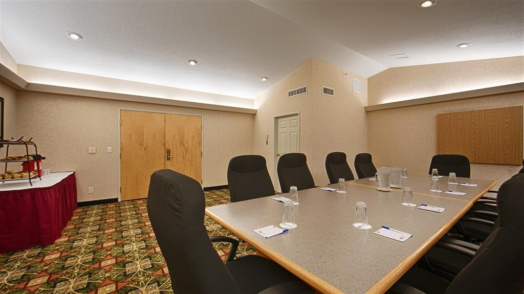 Best Western Plus Grant Creek Inn - We offer the perfect conference room to exchange business ideas or strategies.