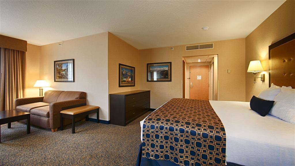 Best Western Plus Grant Creek Inn - Relax after a long day of travel in our executive king room.