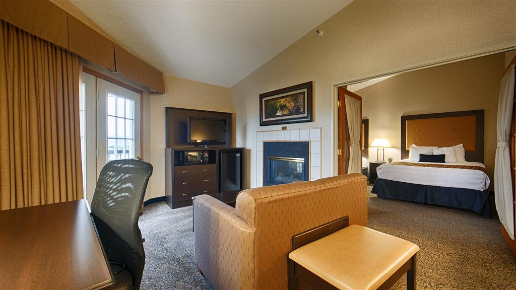 Best Western Plus Grant Creek Inn - Bring the whole family along and book a queen suite.