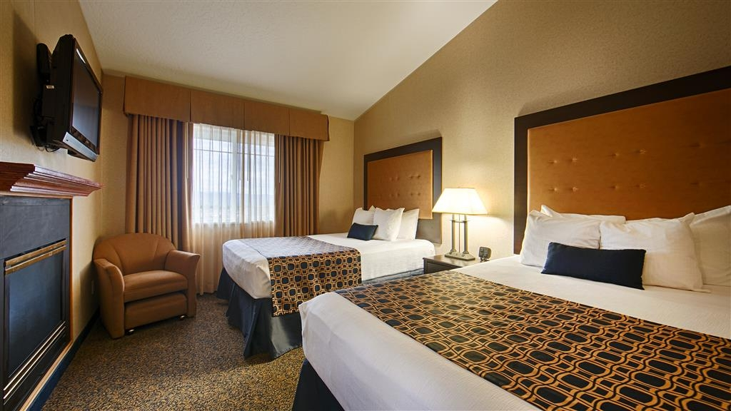 Best Western Plus Grant Creek Inn - More than two people in the room? We have enough space in our queen suite.