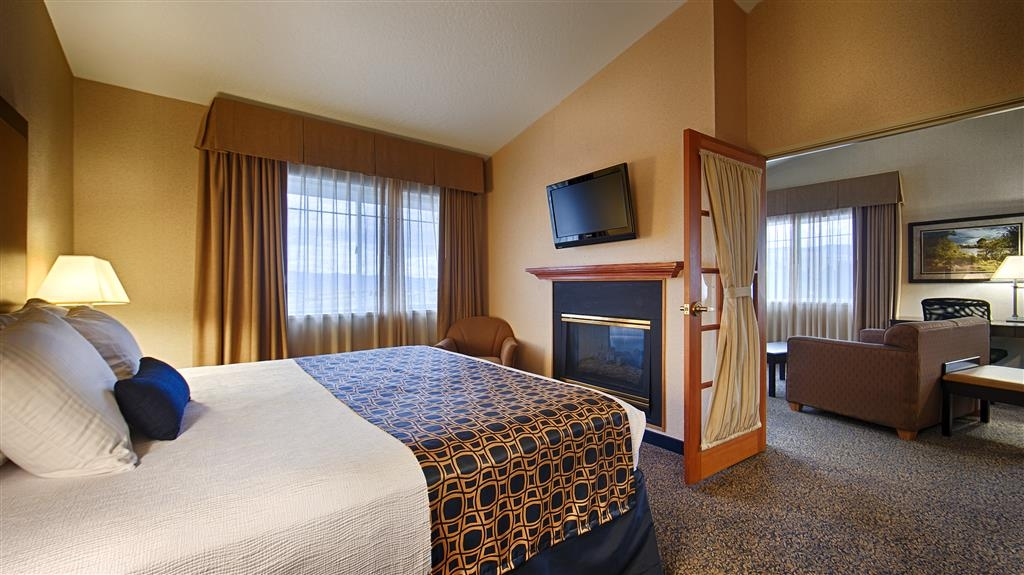 Best Western Plus Grant Creek Inn - Our king suite is perfect for extended stays or a weekend getaway.