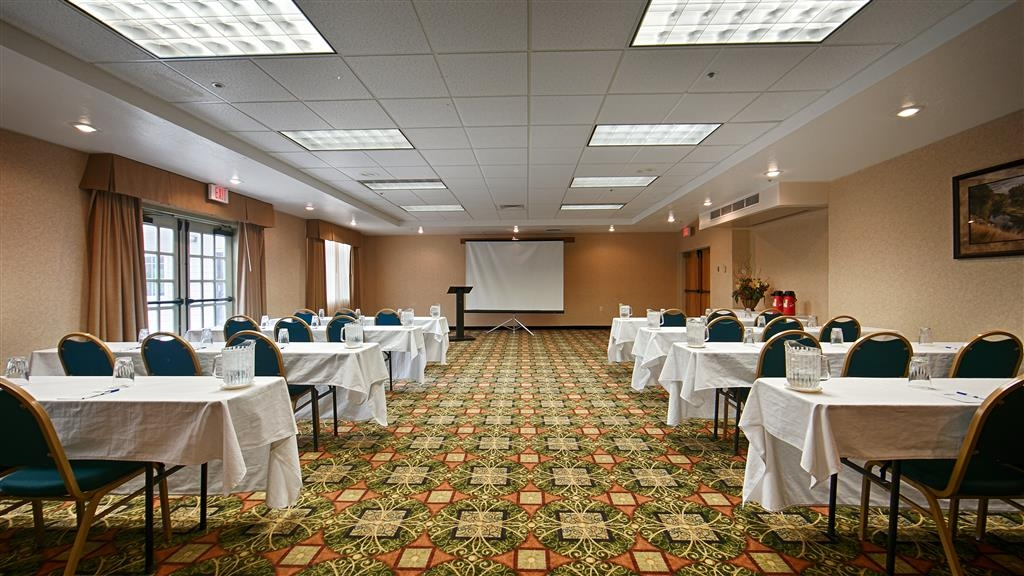 Best Western Plus Grant Creek Inn - Our meeting rooms are the ideal setting for corporate events. Call our staff to book today!