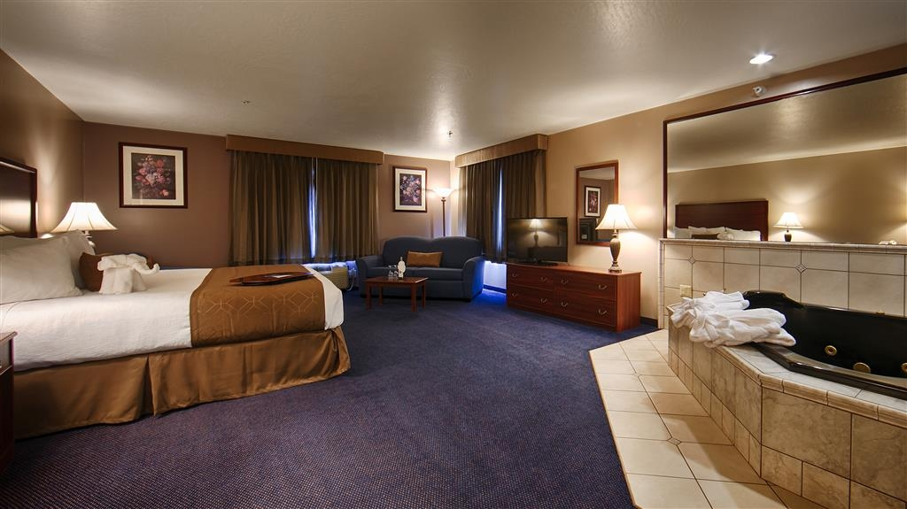 Best Western Plus Great Northern Inn - Suite