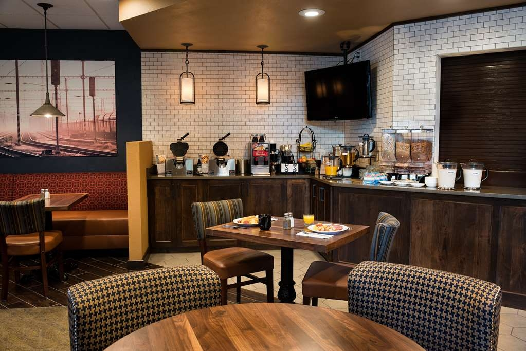 Best Western Premier Helena Great Northern Hotel - Enjoy complimentary breakfast in The Dining Car every day from 6:30 a.m-10:00 a.m every day. We also offer the Grab and Go for the early risers or those just on the run - available at the front desk.