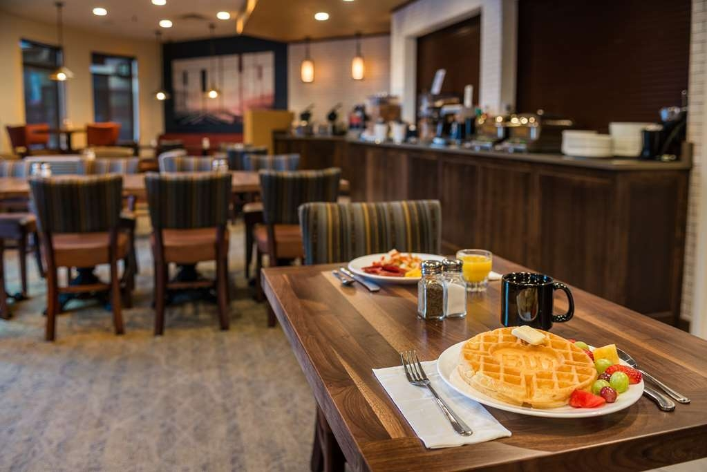 Best Western Premier Helena Great Northern Hotel - Complimentary breakfast; don't forget to try our waffles. The fresh fruit is received from our locally owned grocery along with their fresh salsa.