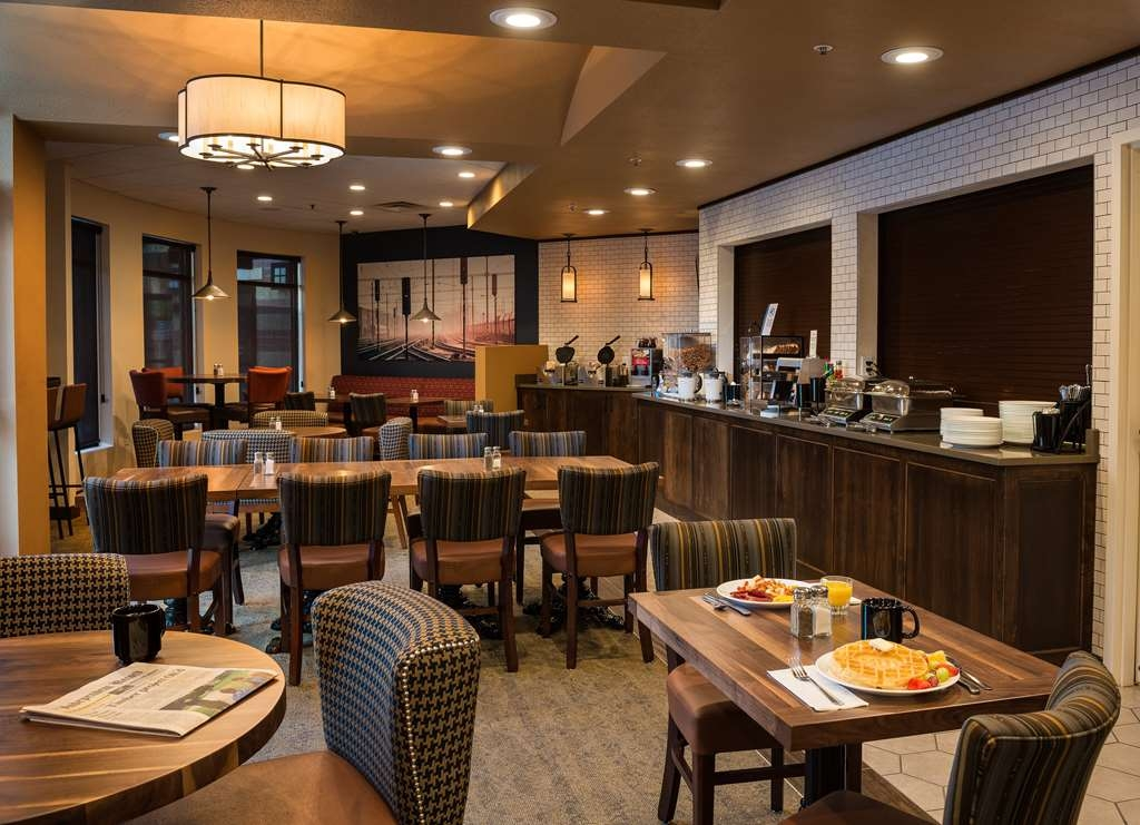 Best Western Premier Helena Great Northern Hotel - Rise and shine with a complimentary breakfast every morning. Come see what the team in the Dining Car are providing today!