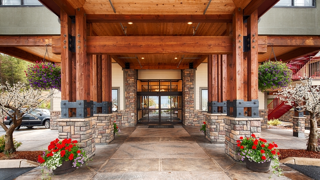 Best Western Plus Flathead Lake Inn and Suites - Außenansicht