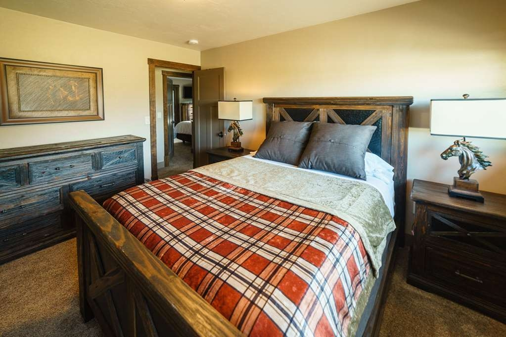 Best Western Plus Flathead Lake Inn and Suites - Suite