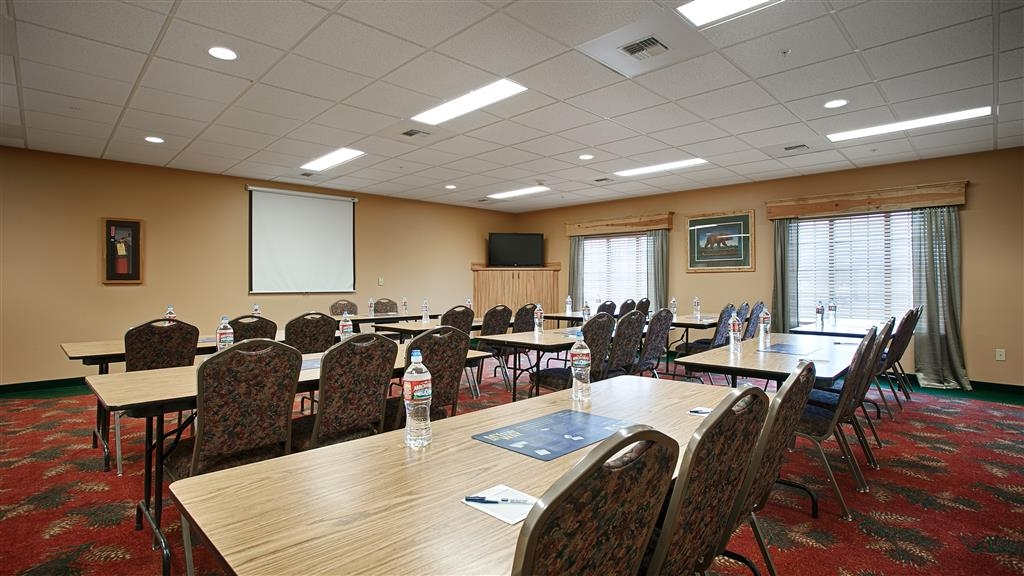 Best Western Yellowstone Crossing - Our meeting room accommodates up to 45 guests and has complimentary wireless Internet for your convenience.