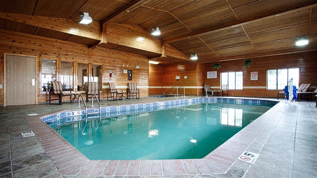 Best Western Yellowstone Crossing - Don't let the weather stop you from jumping in!! Our 24 hour indoor pool is heated year around for you to enjoy.