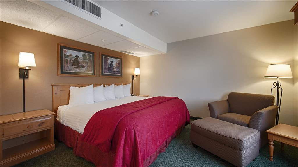 Best Western Yellowstone Crossing - Our king suite is spacious and offers you a comfortable place to unwind.