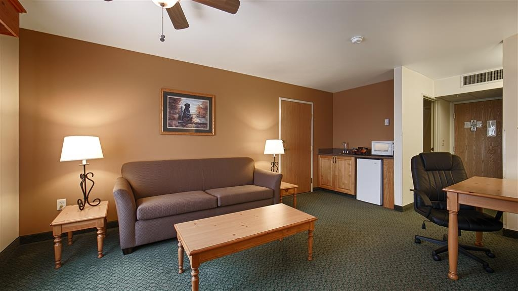 Best Western Yellowstone Crossing - This king suite meets your every need. The couch pulls out into a comfortable bed for extra guests.