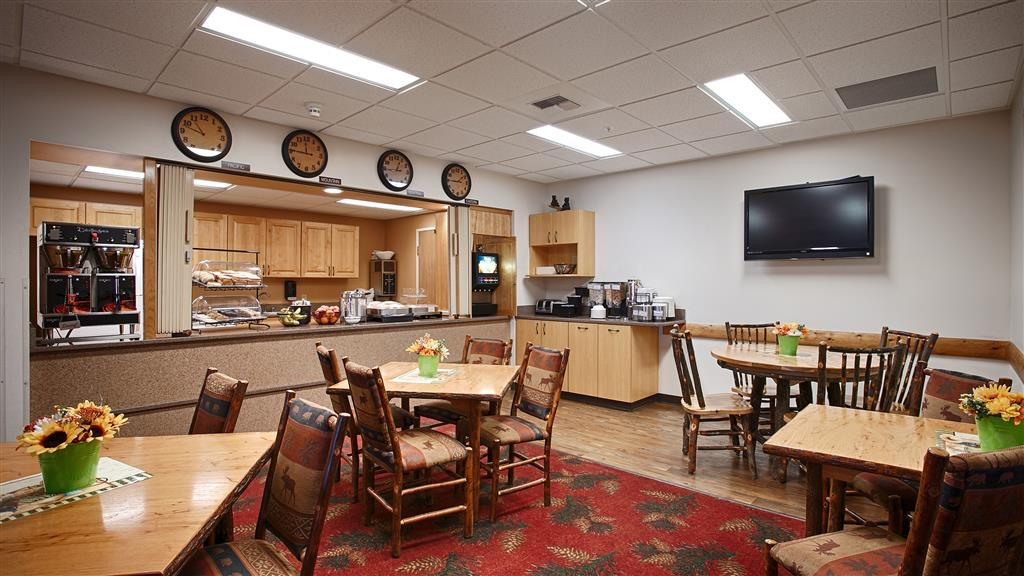 Best Western Yellowstone Crossing - Kick-start your morning with a complimentary hot deluxe continental breakfast at the BEST WESTERN Yellowstone Crossing!