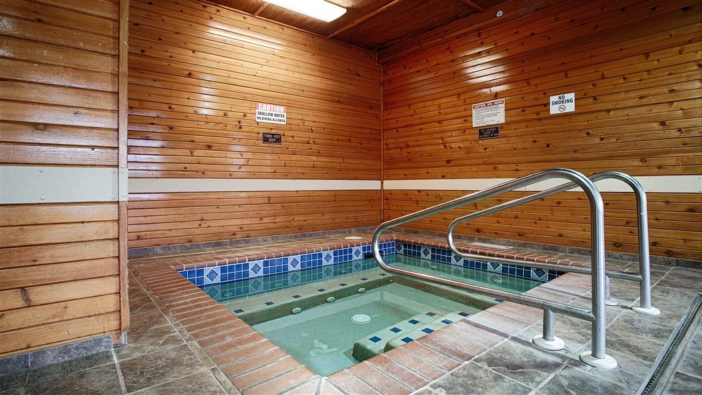 Best Western Yellowstone Crossing - Chilly outside? Or just need to relax, enjoy the refreshing atmosphere in our indoor hot tub.