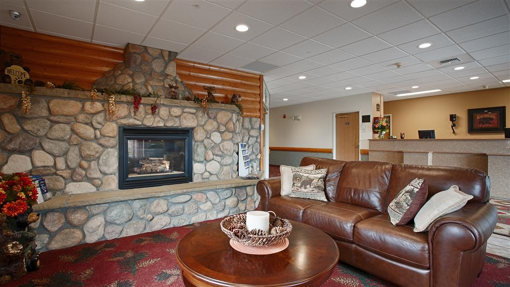 Best Western Yellowstone Crossing - Come and enjoy the cozy lobby area offering a place to warm up by the fire and catch up with friends.