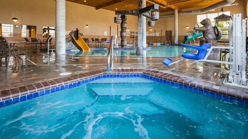 Best Western Plus Kelly Inn & Suites - Vue de la piscine