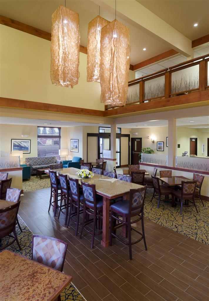 Best Western Golden Prairie Inn & Suites - Restaurante