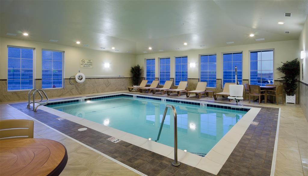Best Western Shelby Inn & Suites - piscina cubierta