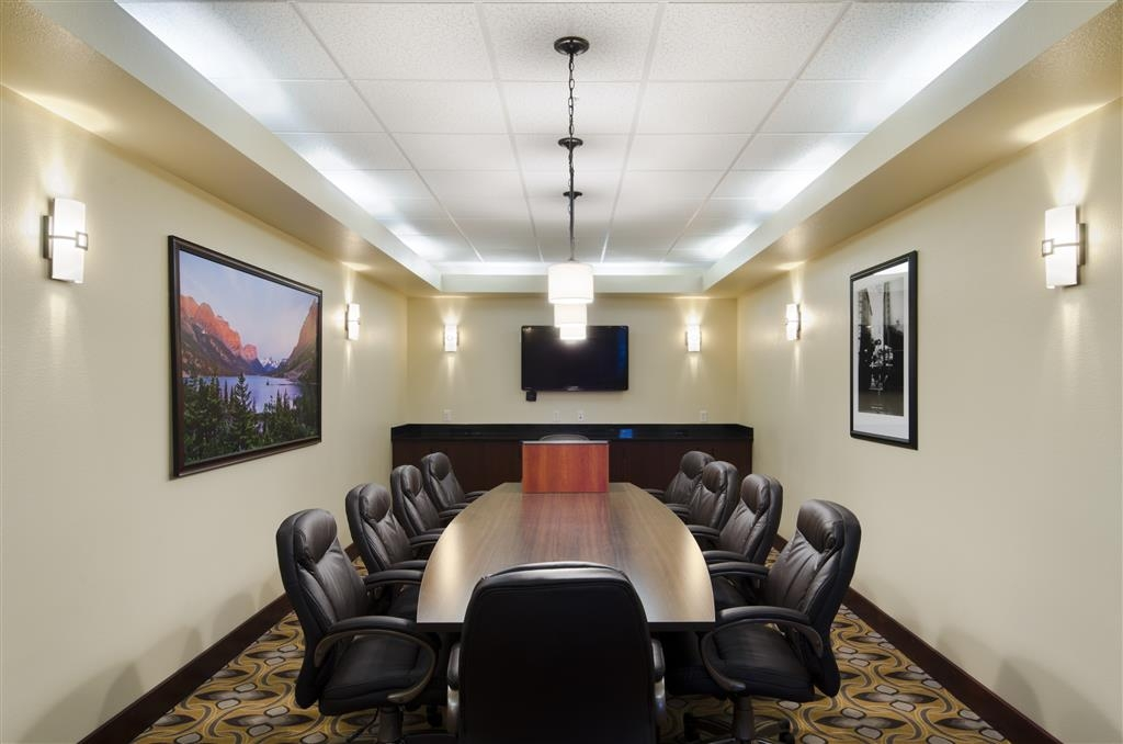 Best Western Shelby Inn & Suites - Our board room is perfect for your private meeting needs.