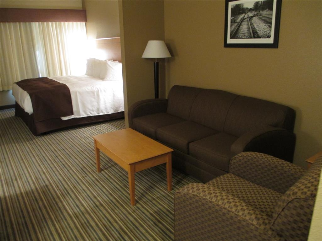 Best Western Shelby Inn & Suites - Warm and cozy!