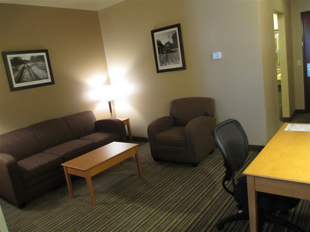 Best Western Shelby Inn & Suites - Great space for working and relaxing!