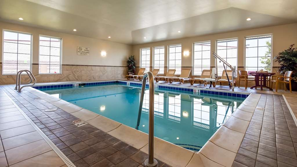 Best Western Shelby Inn & Suites - Vue de la piscine