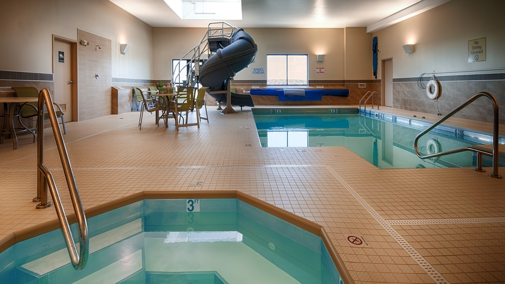 Best Western Plus Havre Inn & Suites - Vista de la piscina
