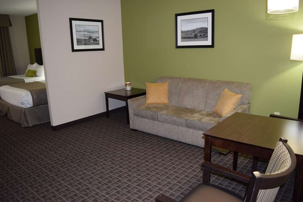 Best Western Plus Havre Inn & Suites - Double executive queen suite offers space for the whole family!