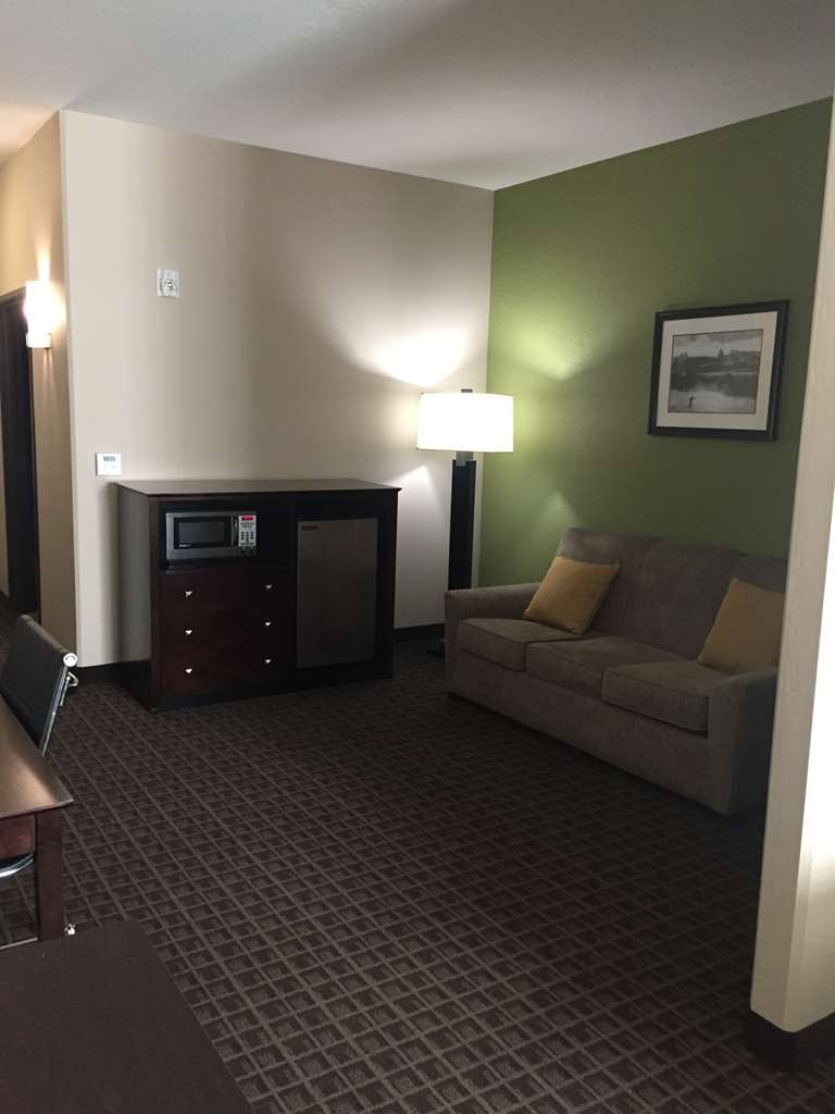 Best Western Plus Havre Inn & Suites - Double Queen ADA Mobility Accessible Suite Sitting Area