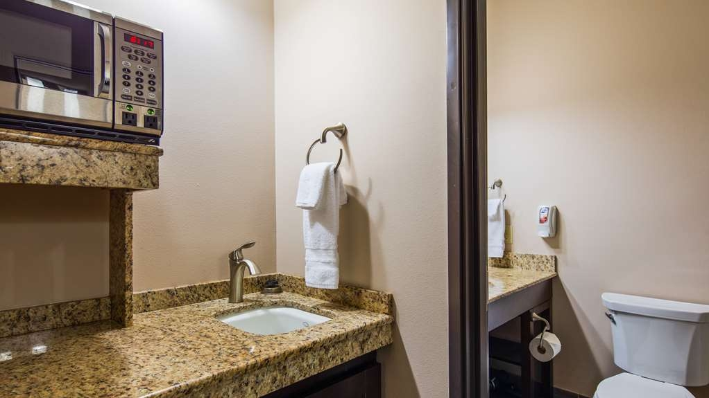 Best Western Plus Havre Inn & Suites - Guest Bathroom