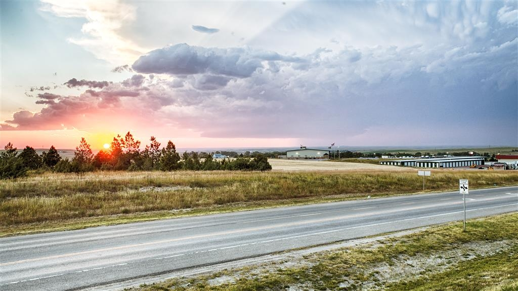 Best Western West Hills Inn - Enjoy a beautiful view of the Pine Ridge that stretches from one horizon to the other.