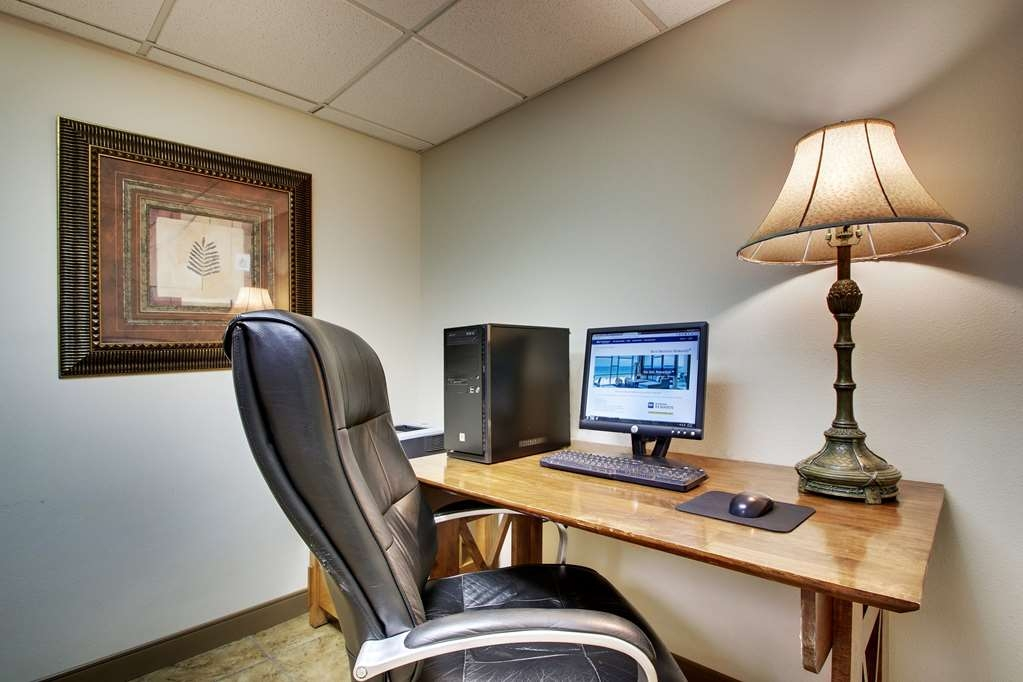 Best Western West Hills Inn - Il nostro business center è a tua disposizione per organizzare itinerari di viaggio, inviare e-mail o navigare su Internet.
