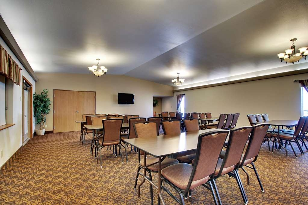 Best Western West Hills Inn - Give us a call to check rates and book our spacious meeting room.