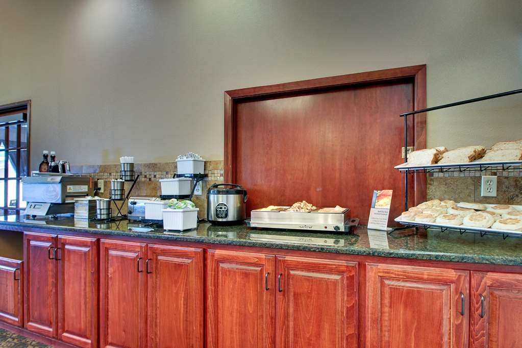 Best Western West Hills Inn - Kick-start your morning with a complimentary continental breakfast.