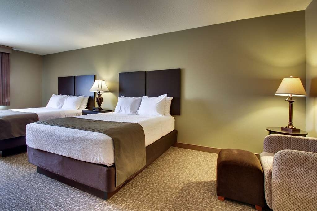 Best Western West Hills Inn - More than two people in a room? We have plenty of space in our mini-suites with two queen beds.