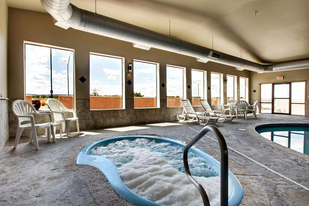Best Western West Hills Inn - Have a relaxing soak in the hot tub to start your day or to cap off the evening.