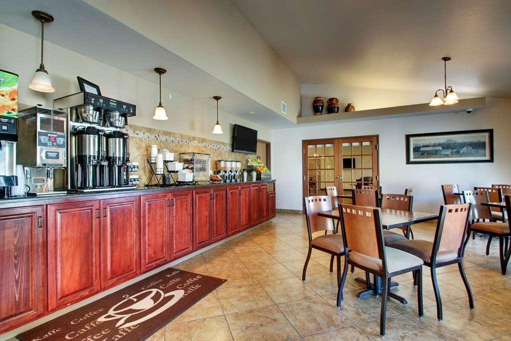 Best Western West Hills Inn - Un grand choix de sièges vous est proposé pour déguster votre petit déjeuner.