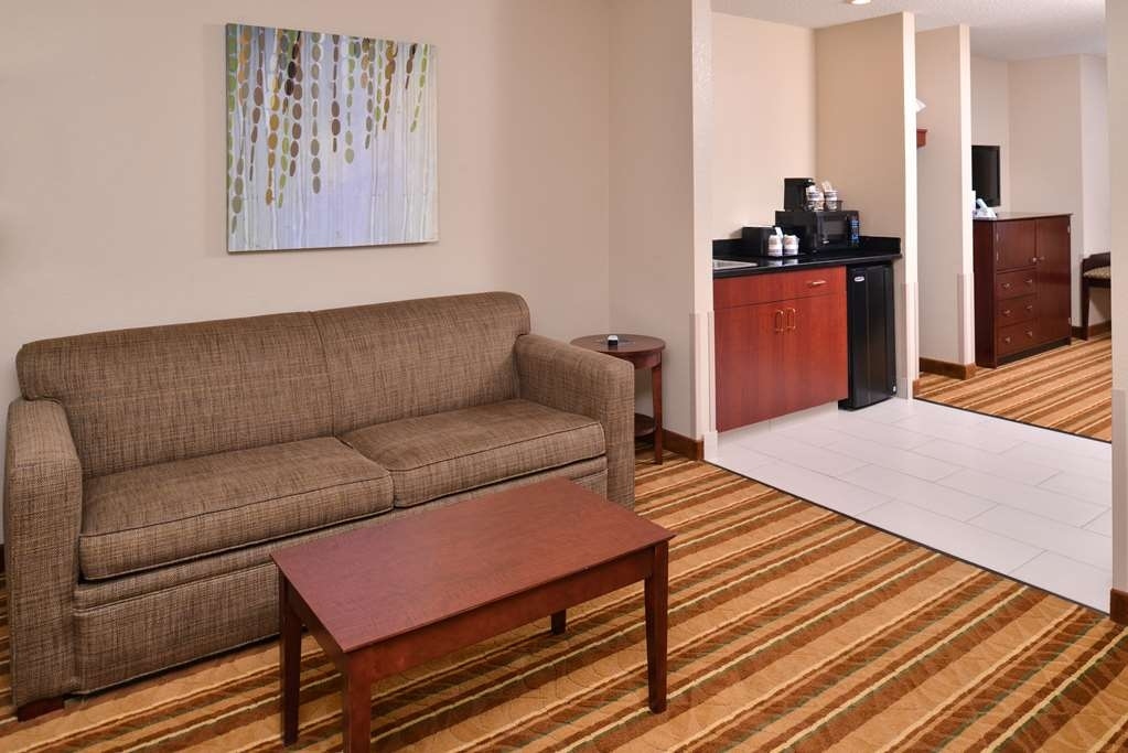 Best Western Old Mill Inn - Our Suite was designed with an open concept, ensuring you have enough room without sacrificing comfort.