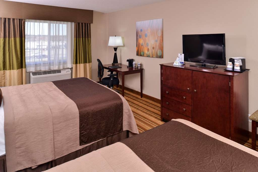 Best Western Old Mill Inn - Standard double queen room with desk & chair