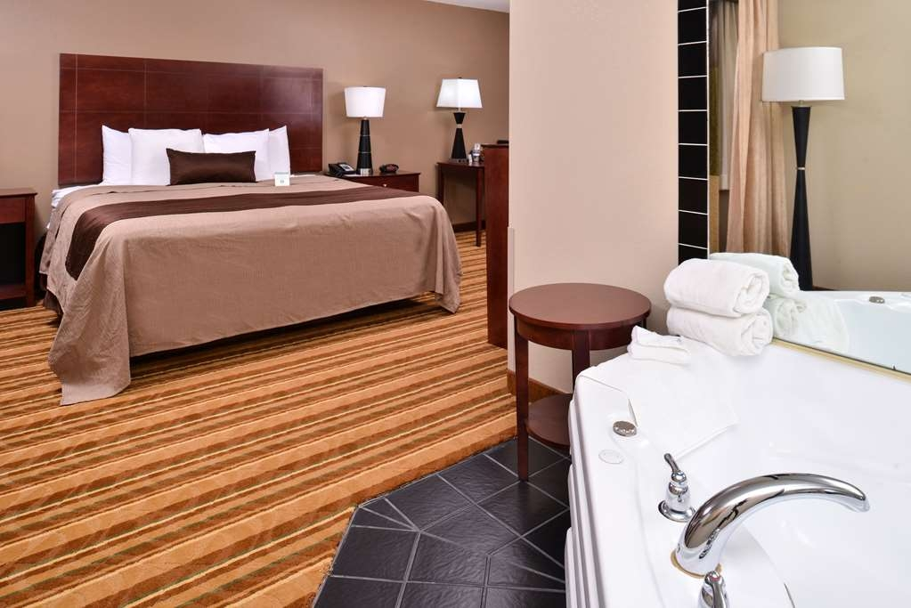 Best Western Old Mill Inn - Soak out the worries of your busy day in one of our hot tubs.
