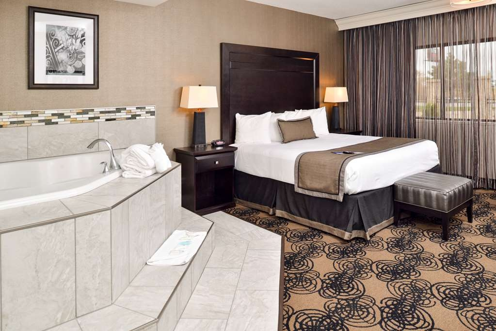 Best Western Plus Kelly Inn - Guest Room with Jacuzzi®