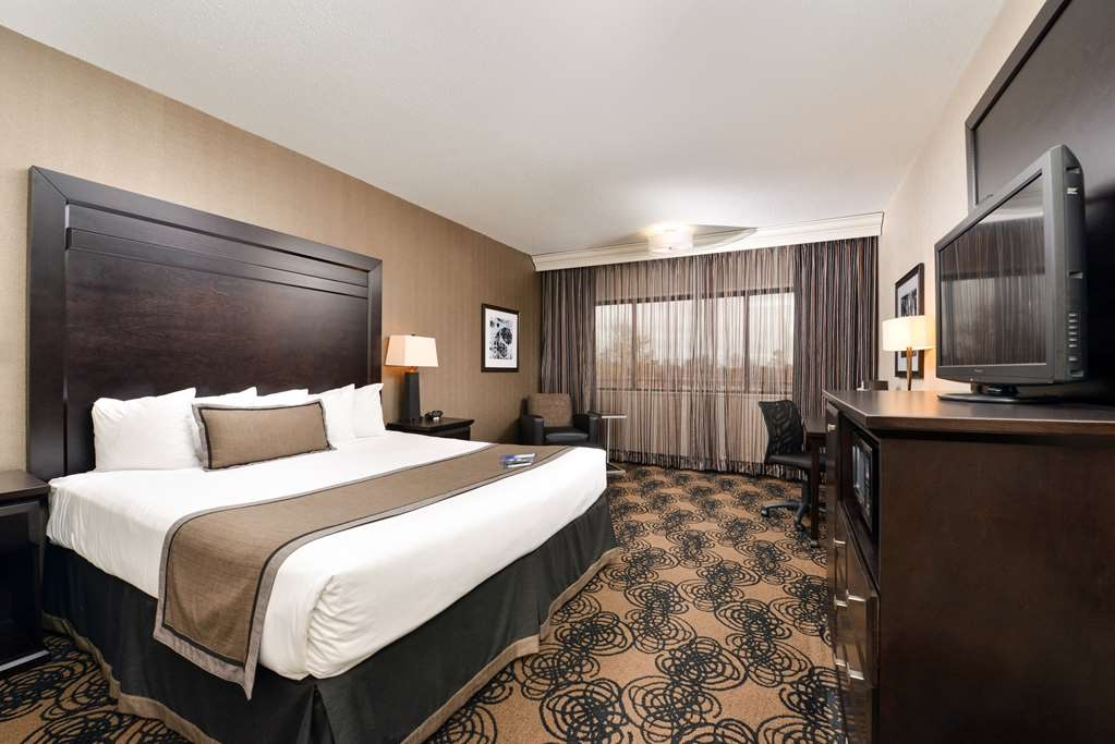 Best Western Plus Kelly Inn - All of our guest rooms feature a flat-screen television, coffee maker, microwave, refrigerator, work desk with ergonomic back chair and much more.